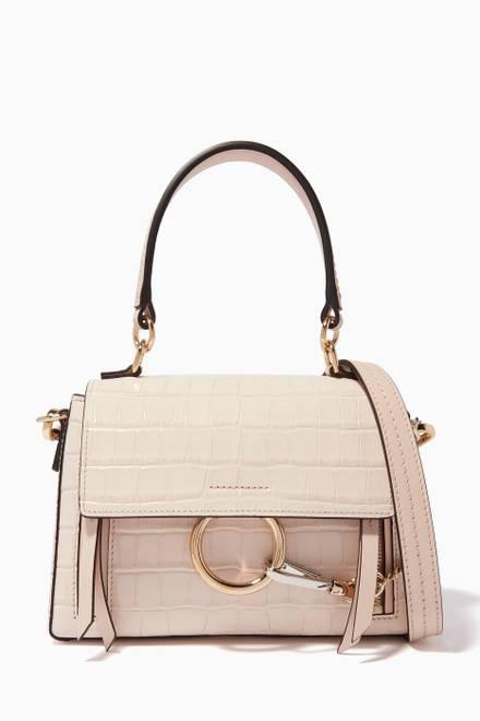 b749135a9ac83 تسوق حقيبة صغيرة بحلية C المميزة للماركة Chloé رمادي للنساء