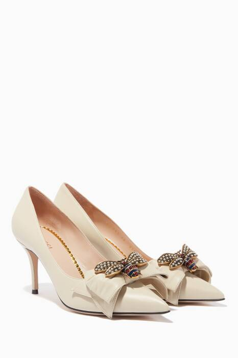 Vintage-White Queen Margaret Bow Embellished Pumps